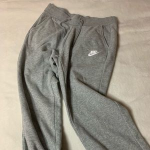 Grey Nike cropped joggers. Sz small